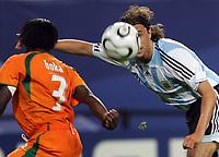 Hamburg 10/6/2006 World Cup 2006<br /> <br /> Argentina Cote d'Ivoire - Argentina Costa d'Avorio 2-1<br /> <br /> Photo Andrea Staccioli Graffitipress<br /> <br /> Hernan Crespo  Argentina Arthur Boka Cote d'Ivoire