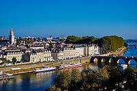 France, Maine-et-Loire (49), Angers, La ville sur les bords du Maine. // France, Maine-et-Loire, Angers, the city on the Maine river bank
