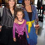 NLD/Tilburg/20051023 - Premiere musical Annie, Xandra Brood en dochters Lola en Brenda