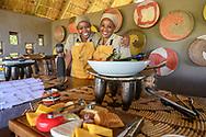 Buffet in einer edlen Safari-Lodge, Tuli Block, Botswana<br /> <br /> Buffet in a fine safari lodge, Tuli Block, Botswana