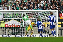 29.10.2011,Volkswagen Arena, Wolfsburg, GER, 1.FBL, VFL Wolfsburg vs Hertha BSC Berlin, im Bild Mario Mandzukic (Wolfsburg #18) koepft den ball nur knapp ueber das tor von Thomas Kraft (Berlin #35) .// during the match from GER, 1.FBL,VFL Wolfsburg vs Hertha BSC Berlin  on 2011/10/29, Volkswagen Arena, Wolfsburg, Germany..EXPA Pictures © 2011, PhotoCredit: EXPA/ nph/  Schrader       ****** out of GER / CRO  / BEL ******