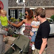 NLD/Amstelveen/20070524 - Presentatie LIEF kledinglijn, Geert Hoes, partner Manuela Sep en zoon Robijn, jasmine Sendar, partner Rutger Fahrner en dochter Sol Kyan