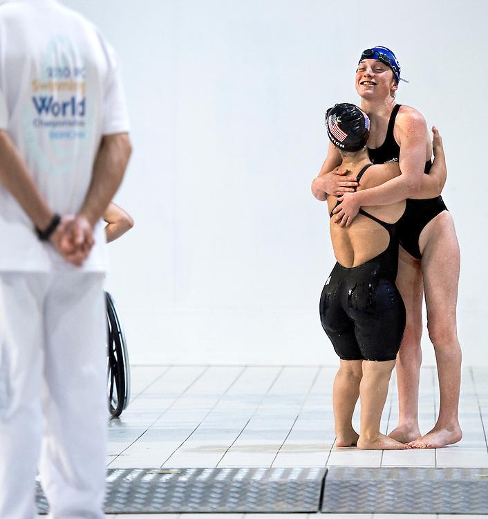 Nederland, Eindhoven, 19-08-2010.<br /> Zwemmen, Internationaal, IPC Swimming World Championships.<br /> Twee deelneemsters omhelzen elkaar na de finale.<br /> Foto : Klaas Jan van der Weij