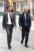 Politieke prominenten wonen de uitvoering van de Matthaus Passion bij in de Grote Kerk in Naarden. <br /> <br /> Op de foto:  Roger van Boxtel
