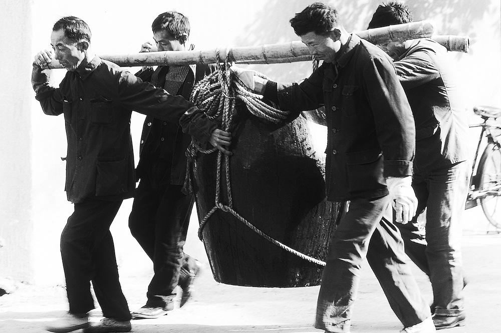 Chinese dockers along the Yang Tse Kiang