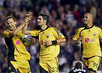 Fotball<br /> Foto: imago/Digitalsport<br /> NORWAY ONLY<br /> <br /> 09.08.2006  <br /> <br /> Nikos Lyberopoulos (Mitte), Pantelis Kapetanos (li.) und Julio Cesar (alle AEK Athen)<br /> <br /> Champions League Qualifikation 2006/2007, Hearts of Midlothian - AEK Athen 1:2