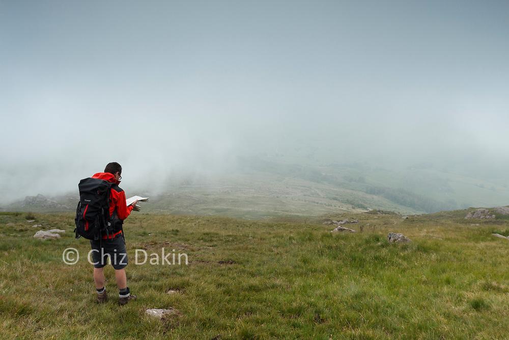 Descending the NE ridge of Harter Fell