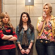 Jane Lynch, Miranda Cosgrove, Jennette McCurdy in iCarly