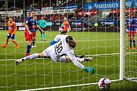 1. divisjon fotball 2018: Aalesund - Tromsdalen. Aalesunds Fredrik Carlsen (bak i midten) setter inn 2-0 forbi keeper Marius Berntzen i førstedivisjonskampen i fotball mellom Aalesund og Tromsdalen på Color Line Stadion.