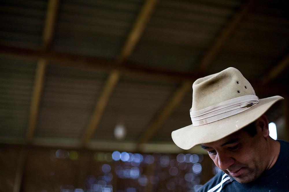 Prados_MG, Brasil..Artesao em Vitoriano Veloso (Bichinho), Minas Gerais..Craftsman at Vitoriano Veloso (Bichinho), Minas Gerais...Foto: JOAO MARCOS ROSA / NITRO