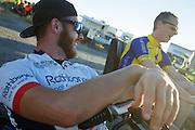 Ken Buckley en Jan-Marcel van Dijkens tijdens de vierde racedag. In Battle Mountain (Nevada) wordt ieder jaar de World Human Powered Speed Challenge gehouden. Tijdens deze wedstrijd wordt geprobeerd zo hard mogelijk te fietsen op pure menskracht. Het huidige record staat sinds 2015 op naam van de Canadees Todd Reichert die 139,45 km/h reed. De deelnemers bestaan zowel uit teams van universiteiten als uit hobbyisten. Met de gestroomlijnde fietsen willen ze laten zien wat mogelijk is met menskracht. De speciale ligfietsen kunnen gezien worden als de Formule 1 van het fietsen. De kennis die wordt opgedaan wordt ook gebruikt om duurzaam vervoer verder te ontwikkelen.<br /> <br /> In Battle Mountain (Nevada) each year the World Human Powered Speed Challenge is held. During this race they try to ride on pure manpower as hard as possible. Since 2015 the Canadian Todd Reichert is record holder with a speed of 136,45 km/h. The participants consist of both teams from universities and from hobbyists. With the sleek bikes they want to show what is possible with human power. The special recumbent bicycles can be seen as the Formula 1 of the bicycle. The knowledge gained is also used to develop sustainable transport.