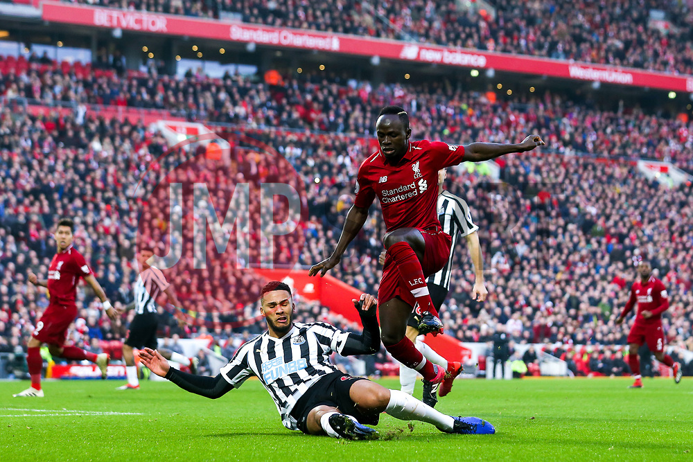 Sadio Mane of Liverpool challenges Jamaal Lascelles of Newcastle United - Mandatory by-line: Robbie Stephenson/JMP - 26/12/2018 - FOOTBALL - Anfield - Liverpool, England - Liverpool v Newcastle United - Premier League