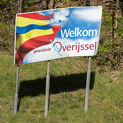 10-04-2020: Nieuws: Algemeen: Nederland <br /> Aan de grensovergangen wordt het reisverkeer gecontroleerd.. Op de grensovergang A1 De Poppe was het vrij rustig