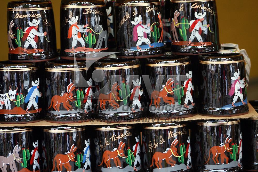 TENANCINGO, Mexico.- Gran feria del Jarro se realiza en el municipio de Tenancingo, donde la gente aprovecho para surtirse de sus jarros de diferentes tamaños y figuras. Agencia MVT. José Hernández.  (DIGITAL)