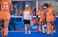 TOKIO -  coach Alyson Annan (NED) bij teambespreking in een kwart tijdens de wedstrijd dames , Nederland-India (5-1) tijdens de Olympische Spelen   .   COPYRIGHT KOEN SUYK