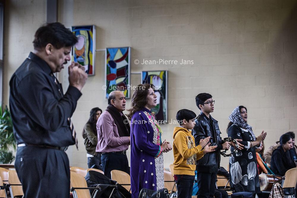 Nederland, Amsterdam, 31 januari 2016.<br /> <br /> Pakistaanse Christelijke dienst in de Protestantse Bethelkerk in Amsterdam.<br /> de Urdu-gemeente: een christelijke geloofsgemeenschap van Pakistaanse migranten. De leden wonen verspreid over het land. Iedere zondag wordt er zowel in Amsterdam als in Rotterdam een dienst gehouden.<br />  <br /> Pakistani Christian church service in the Bethelkerk in Amsterdam, the Netherlands. The Urdu community is a Christian religious community of Pakistani migrants.<br /> <br /> Foto: Jean-Pierre Jans