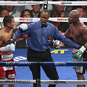 LAS VEGAS, NV - SEPTEMBER 13: Referee Kenny Bayless breaks apart Floyd Mayweather Jr. (R) and Marcos Maidana during their WBC/WBA welterweight title fight at the MGM Grand Garden Arena on September 13, 2014 in Las Vegas, Nevada. (Photo by Alex Menendez/Getty Images) *** Local Caption *** Floyd Mayweather Jr; Marcos Maidana; Kenny Bayless