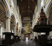 De Nieuwe Kerk is een kerkgebouw in Amsterdam. De kerk is gelegen aan de Dam, naast het Paleis op de Dam.De Nieuwe Kerk wordt, sinds soeverein-vorst Willem in 1814 in deze kerk de eed op de grondwet aflegde, ook gebruikt voor de inzegening van koninklijke huwelijken en voor inhuldigingen. De inhuldiging van Koningin Beatrix vond er plaats op 30 april 1980. Op dezelfde datum in 2013 zal de inhuldiging van haar zoon en opvolger Willem-Alexander ook daar plaatsvinden.<br /> <br /> The New Church is a church building in Amsterdam. The church is located on Dam Square, next to the Palace on the Dam.De New Church in this church in 1814, since sovereign-prince Willem laid aside the oath to the Constitution, also used for the blessing of royal weddings and inaugurations. The inauguration of Queen Beatrix took place on April 30, 1980. On the same date in 2013, the inauguration of her son and heir Willem-Alexander will also take place there.<br /> <br /> Op de foto / On the photo:  Binnenkant van kerk // Inside of church