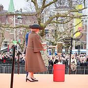 NLD/Amsterdam /20130413 - Heropening Rijksmuseum 2013 door Koningin Beatrix, Pr beatrix voert openingshandeling uit