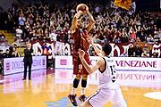 DESCRIZIONE : Venezia Lega A 2014-15 Umana Venezia Granarolo Bologna<br /> GIOCATORE : Jarrius Jackson<br /> CATEGORIA : tiro three points<br /> SQUADRA : Umana Venezia<br /> EVENTO : Campionato Lega A 2014-2015<br /> GARA : Umana Venezia Granarolo Bologna<br /> DATA : 08/03/2015<br /> SPORT : Pallacanestro <br /> AUTORE : Agenzia Ciamillo-Castoria/M.Marchi<br /> Galleria : Lega Basket A 2014-2015 <br /> Fotonotizia : Venezia Lega A 2014-15 Umana Venezia Granarolo Bologna