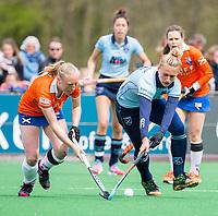 BLOEMENDAAL - Laurien Leurink (Laren) met Laurien Boot (Bl'daal)   tijdens de   hockey hoofdklasse competitiewedstrijd dames, Bloemendaal-Laren (1-3) . COPYRIGHT KOEN SUYK