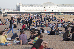 © Licensed to London News Pictures. 30/03/2017. Brighton, UK. Members of the public enjoy the sunny and warm weather by spending time on the beach and promenade in Brighton. Photo credit: Hugo Michiels/LNP