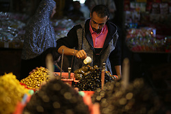 May 25, 2017 - Gaza, Palestine - Palestinians shops for dates during the Muslim holy month of Ramadan in Gaza City on May 25, 2017. as the faithful prepare for the start of the fasting month. More than 1.5 billion Muslims around the world will start to celebrate Ramadan the last week of May , during which observant Muslims fast from dusk to dawn. (Credit Image: © Majdi Fathi/NurPhoto via ZUMA Press)