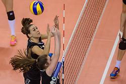 20-02-2016 NED: Coolen Alterno - Eurosped TVT, Almere<br /> Eurosped wint met 3-2 van Alterno en speelt morgen de finale / Heleen Hesselink #14 of Alterno