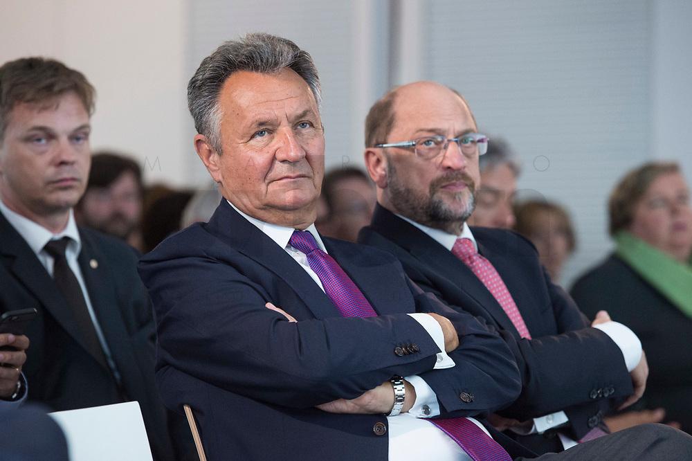13 JUN 2017, BERLIN/GERMANY:<br /> Michael Frenzel (L), Praesident des Wirtschaftsforums der SPD, und Martin Schulz (R). SPD Parteivorsitzender und Kanzlerkandidat, Jahreskonferenz, Wirtschaftsforum der SPD, Humboldt-Box<br /> IMAGE: 20170613-01-248