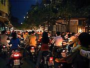 Vietnam, Hanoi: rush hour. ora di punta. ad Hanoi la moto ha sostituito le biciclette ed è il mezzo più usato in città..Vietnam, Hanoi: rush hour. motorbikes took place of bicycle.