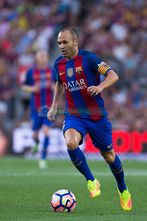 August 10, 2016 - Barcelona, Spain - Andrés Iniesta. 51st edition of the Joan Gamper Trophy between FC Barcelona and Sampdoria. Camp Nou, Barcelona, Spain. August 10th., 2016. Barça win 3-2  thanks to goals from Messi (2) and Luis Suárez. Budimir and Muriel for Sampdoria (Credit Image: © Eric Alonso /  Media Expres/VW Pics via ZUMA Wire)