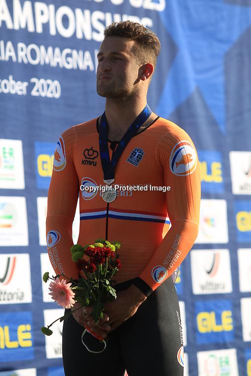 13-10-2020: Wielrennen: EK Baan: Fiorenzurola <br />Daan Kool heeft een zilveren medaille gewonnen op het Europees Kampioenschap op de baan op het onderdeel keirin.<br /> <br /> In de wedstrijd voor beloften was de Duitser Anton Hohne te sterk voor de Nederlandse sprinter, die op de slotdag zijn medaille mee pikte op dit kampioenschap.