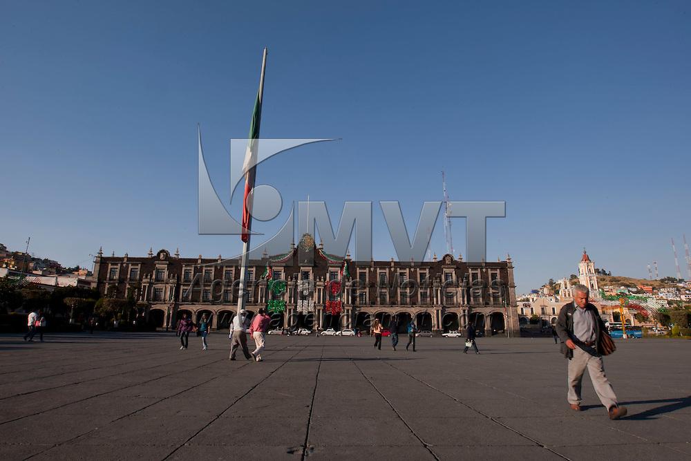 TOLUCA, Mexico.- Vista cotidiana del Palacio de Gobierno y plaza de los Martires en la ciudad de Toluca . Agencia MVT / Mario Vazquez de la Torre. (DIGITAL)