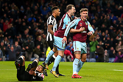 Jeff Hendrick of Burnley celebrates with teammates after scoring a goal to make it 1-0 - Mandatory by-line: Robbie Stephenson/JMP - 30/10/2017 - FOOTBALL - Turf Moor - Burnley, England - Burnley v Newcastle United - Premier League
