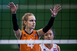 30-03-2018 NED: Nederland - Wit Rusland, Arnhem<br /> De Nederlandse volleybal meisjes jeugd spelen hun eerste oefeninterland op Papendal in Arnhem tegen Wit Rusland en wonnen met 3-0 / Eline de Haan #4