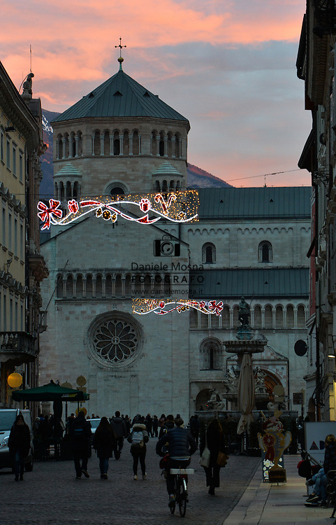 Mercatini di Natale Trento 26 novembre 2018 © foto Daniele Mosna Mercatini di Natale Trento, piazza Duomo con il Trentino e Tramonto, Trento 26 novembre 2018       © foto Daniele Mosna