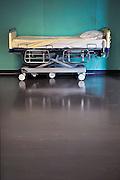 Nederland, Nijmeghen, 18-10-2010Ziekenhuisbed op een gang in het ziekenhuis.Foto: Flip Franssen