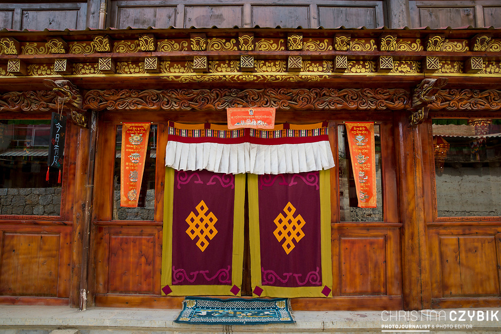 Ganden Sumtseling Monastery: <br /> <br /> Xiaojiezi is a village developed by the merchants from the Qing Dynasty, where nowadays 57 families with about 138 inhabitants live. <br /> In the history, Xiaojiezi and Congguling Village both were the important posts and distribution centers in the Ancient Tea-Horse Road from Yunnan to Tibet, known as Sigequdan (Gold Pagoda). <br /> Building styles and ethnic elements tell the story of the ancestry of the permanent residents including Tibetan, Han, Naxi, and Bai people.