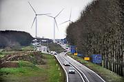 Nederland, Bemmel, 22-12-2020 De A15 gaat hier bij knooppunt Ressen over in de N15. Vanaf dit punt wordt deze voor de regio Arnhem en Nijmegen belangrijke schakel in de verbinding naar Duitsland doorgetrokken naar de A12 tussen Duiven en Zevenaar. Na jaren discussie en uitstel, moet het 1 miljard kostende traject aangelegd worden, niet met de gewenste tunnel bij Groessen, maar een brug over het Pannerdensch Kanaal . Tegen met name de brug is bezwaar gemaakt door omwonenden vanwege aantasting van het natuurgebied de rijnstrangen en geluidsoverlast. De raad van state zal hier na lang uitstel binnenkort uitspraak over doen. De weg zal grotendeels parallel aan de betuwelijn lopen.Foto: ANP/ Hollandse Hoogte/ Flip Franssen