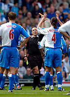 Fotball<br /> Foto: SBI/Digitalsport<br /> NORWAY ONLY<br /> <br /> Blackburn Rovers v Manchester United<br /> Barclays Premiership, 28/08/2004<br /> <br /> Blackburn's Lorenzo Amoruso (R) is shown the red card by referee Alan Wiley