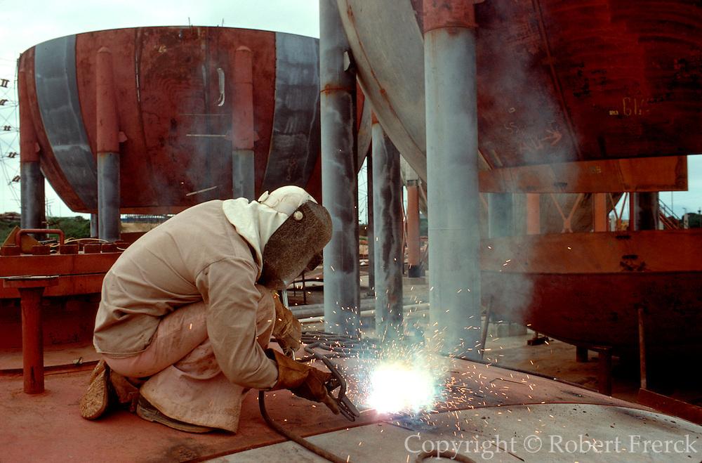 MEXICO, INDUSTRY Petrochemical tanks in Minatitlan