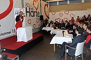 Prinses Máxima opent 25e restaurant van Resto VanHarte .<br /> <br /> Hare Koninklijke Hoogheid Prinses Máxima der Nederlanden opent donderdagmiddag 9 december in Amersfoort het 25e restaurant van Resto VanHarte. Deze landelijke stichting zet buurtrestaurants op waarin bewoners en professionals elkaar aan tafel kunnen ontmoeten.<br /> <br /> Resto VanHarte is opgericht in 2005 door de grondleggers van Artsen Zonder Grenzen, betrokken ondernemers en kunstenaars. Doel is om de sociale cohesie in de wijk te verbeteren. Inmiddels zijn op 25 locaties in Nederland restaurants gevestigd, onder meer in wijkgebouwen en scholen.