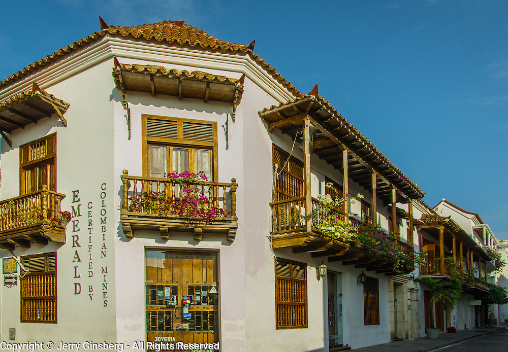 Charming Spanish architecture in the Plaza de San Pedro Claver, Old City, Cuidad Vieja, Cartagena, Colombia.