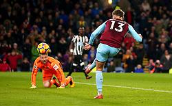 Jeff Hendrick of Burnley scores a goal to make it 1-0 - Mandatory by-line: Robbie Stephenson/JMP - 30/10/2017 - FOOTBALL - Turf Moor - Burnley, England - Burnley v Newcastle United - Premier League