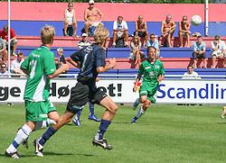 FODBOLD: Dimitri de Martignac (Helsingør) følger en høj bold under kampen i Kvalifikationsrækken, pulje 1, mellem Elite 3000 Helsingør og Nivå-Kokkedal FK den 6. august 2006 på Helsingør Stadion. Foto: Claus Birch