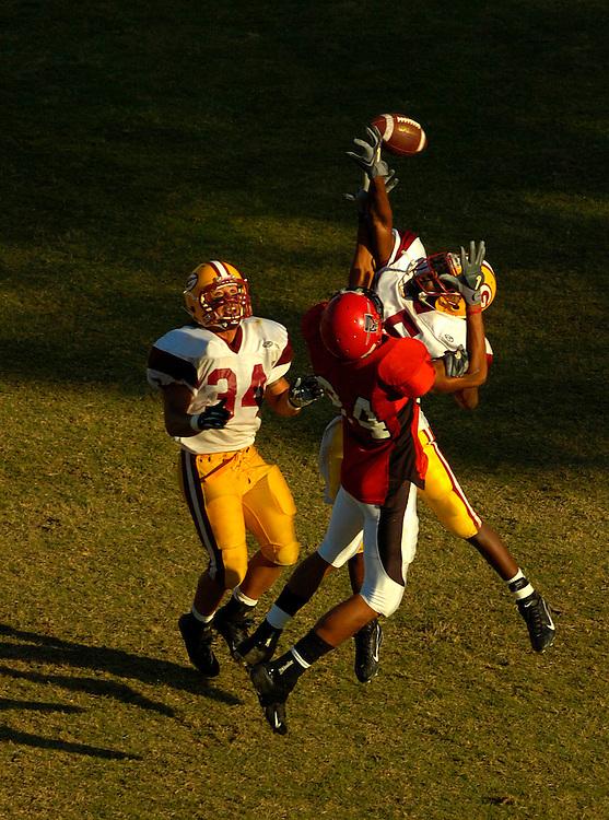 11/4/06 6:15:44 PM --- FOOTBALL SPORTS SHOOTER ACADEMY 003 --- Football. Photo by Craig Glover, Sports Shooter Academy