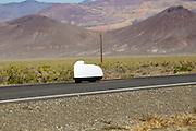Ben Goodall is onderweg. In Battle Mountain (Nevada) wordt ieder jaar de World Human Powered Speed Challenge gehouden. Tijdens deze wedstrijd wordt geprobeerd zo hard mogelijk te fietsen op pure menskracht. Ze halen snelheden tot 133 km/h. De deelnemers bestaan zowel uit teams van universiteiten als uit hobbyisten. Met de gestroomlijnde fietsen willen ze laten zien wat mogelijk is met menskracht. De speciale ligfietsen kunnen gezien worden als de Formule 1 van het fietsen. De kennis die wordt opgedaan wordt ook gebruikt om duurzaam vervoer verder te ontwikkelen.<br /> <br /> Ben Goodall is on his way. In Battle Mountain (Nevada) each year the World Human Powered Speed Challenge is held. During this race they try to ride on pure manpower as hard as possible. Speeds up to 133 km/h are reached. The participants consist of both teams from universities and from hobbyists. With the sleek bikes they want to show what is possible with human power. The special recumbent bicycles can be seen as the Formula 1 of the bicycle. The knowledge gained is also used to develop sustainable transport.