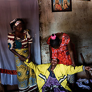 A family mourns the death of their relative, killed the night before. The family accuse the Chadian troops from the MISCA (before FOMAC) to have shot him as he went to close his shop when the shooting started.<br /> The Chadian troops are accused of taking part in the conflict and supporting the Muslim community and the Seleka.