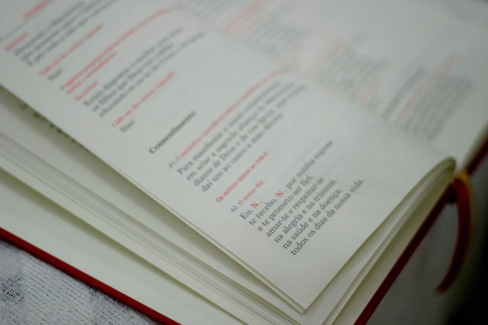 General Carneiro_MG, Brasil...Casamento em General Carneiro. Na foto o livro ritual do matrimonio...The wedding in General Carneiro. In this photo, the book matrimony ritual...Foto: LEO DRUMOND / NITRO