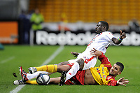FOOTBALL - FRENCH CHAMPIONSHIP 2010/2011 - L1 - RC LENS v OGC NICE - 23/10/2010 - PHOTO JEAN MARIE HERVIO / DPPI - ERIC MOULOUNGUI (OGCN) / ADIL HERMACH (RCL)